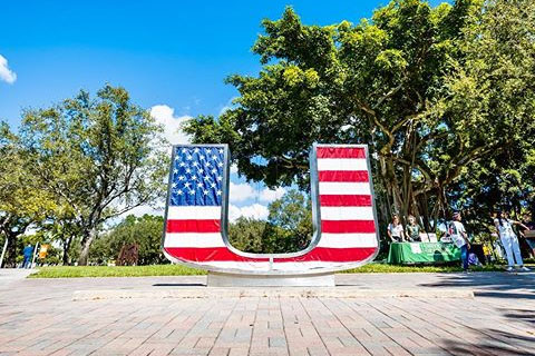 flag on the u statue